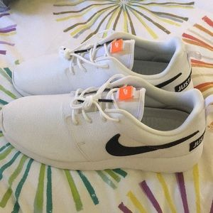 New White leather Nike Roshe